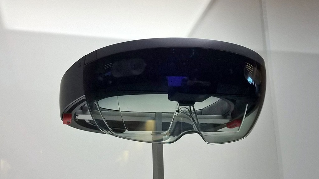 HoloLens–Hologrphic Academy Experience